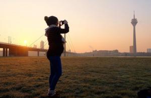 Annika macht Foto vor Sonnenaufgang | Instagram: annikaundida | www.solomamapluseins.de