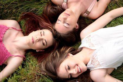 Freundinnen kommen als Garantieperson bei der Cryobank München in Frage